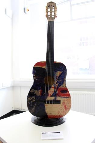 biro art guitar bowie (1)
